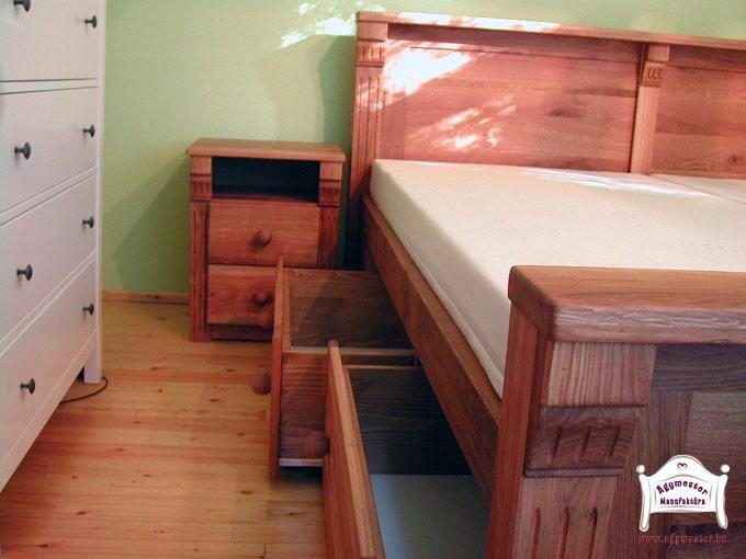Egyedi gyártású felnőtt ágy oldalról nyíló fiókokkal