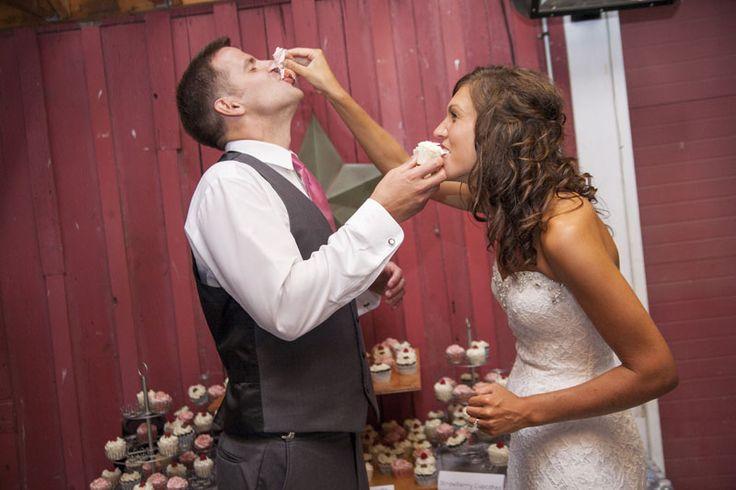ウェディングのファーストバイトの写真は結婚式の大切な思い出。記念に残したいブライダルフォトの一覧をまとめました♪