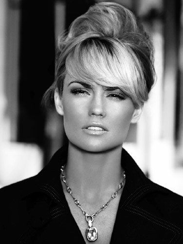 Kelly Carlson from NipTuck. Typical classy blonde.