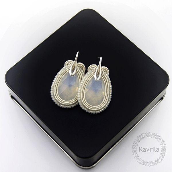 Medium ivory soutache - kolczyki ślubne sutasz KAVRILA #sutasz #kolczyki #ślubne #rękodzieło #soutache #handmade #earrings #wedding #ivory #kavrila