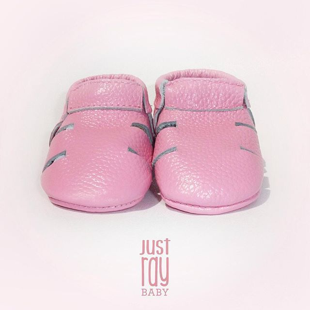 Some sandal love  Our giveaway will start on Wednesday, stay tuned... #justraybaby #leather #moccs #sandalmoccs #pink #black #softsoles #giveaway #ig_kids #igbabies #love