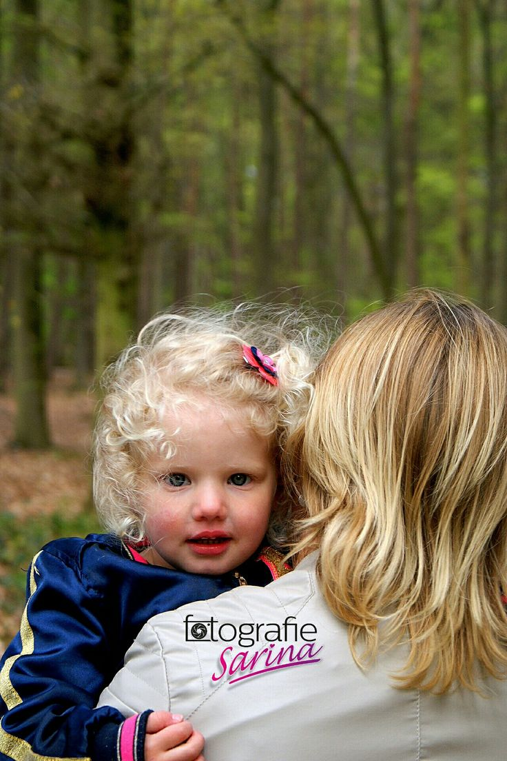 Mother and daughter photoshoot. Moeder en dochter. Photo idea. Mother and child. Girl. Cute.