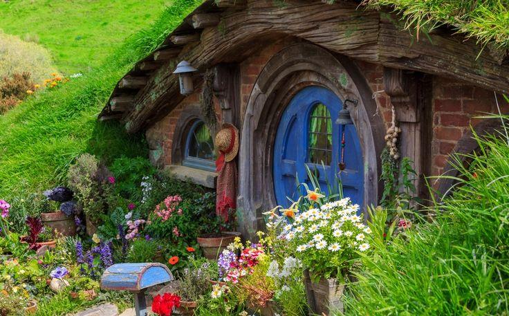 Нора хоббита, Joshua Wood  Хоббитон — это декоративная деревушка в Новой Зеландии, построенная специально для съёмок «Властелина колец». / Hobbiton in New Zeland. by Joshua Wood
