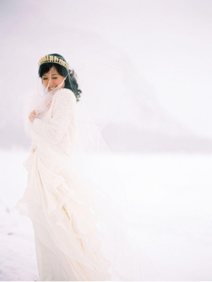 Идея - портрет невесты. Открытое пространство, идеальное платье, волшебный свет, романтическое настроение - вот составляющие файн-арт картинки