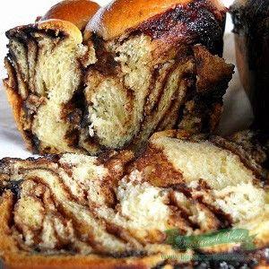 Aceasta reteta este cea de-a doua din Top 10 – Cele mai bune retete de prajituri. Ingrediente aluat: 1000 gr faina 200 gr zahar 1 praf de sare 50 gr drojdie 650 ml lapte 4 galbenusuri de ou 1 ou pentru uns 5 linguri de Rama Maestro topita coaja rasa de la 1 lamaie Crema: […]