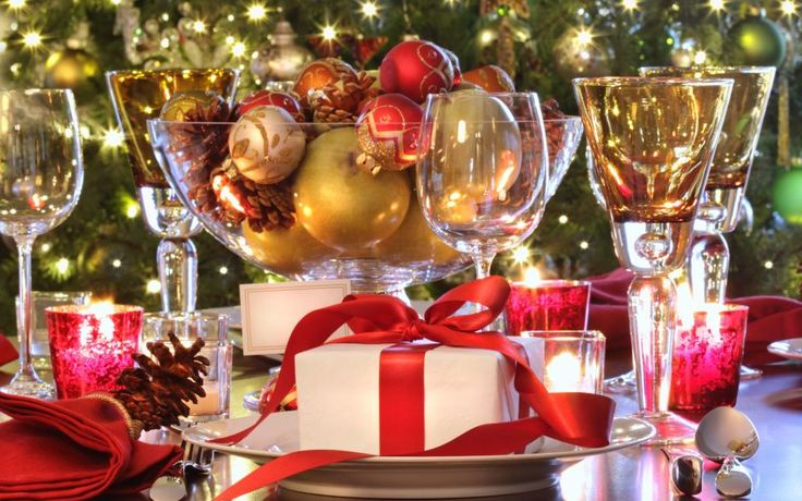 Christmas Banquet Decorating Ideas With Gold Beads On Glass Bowl ...