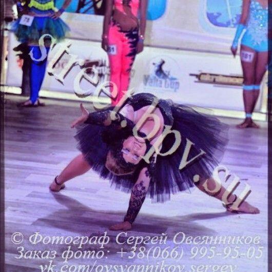 Dancer, slow dance, slow, costume, suit, black.