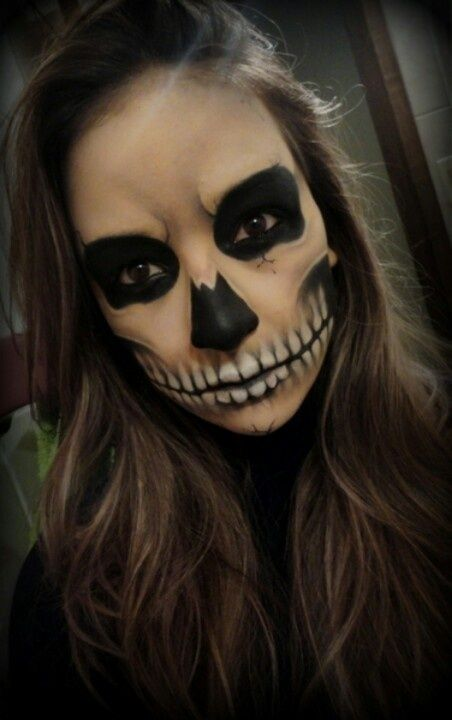cool skeleton makeup i love how it is mostly skin tone except for the teeth - Halloween Facepaint