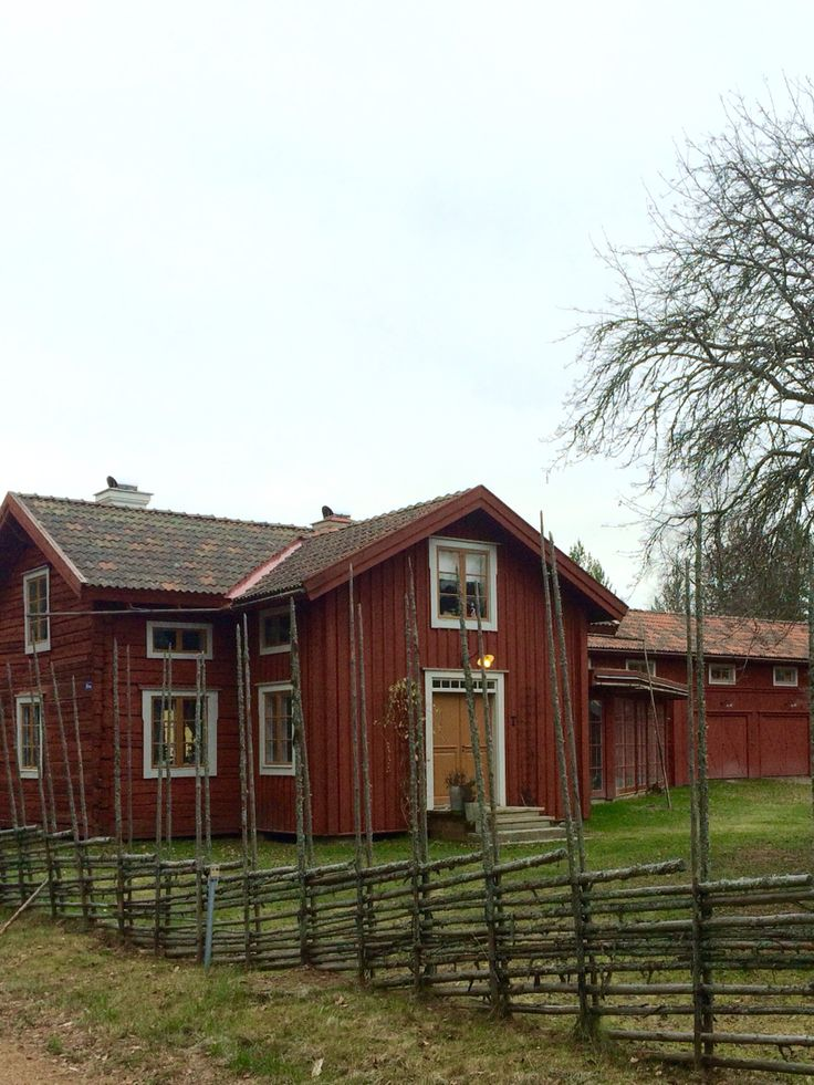 Autumn is here #loghouse #timmerhus #house #hälsingland