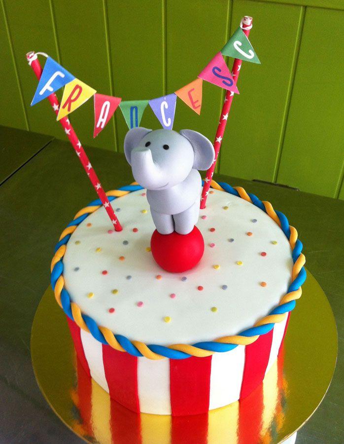 Pastel de fondant Circo con elefante modelado