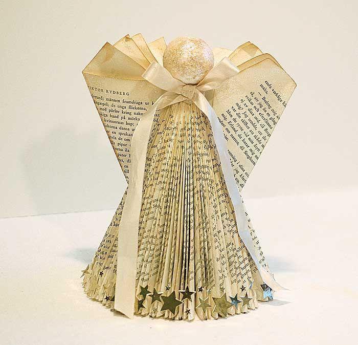 En bokängel i sk. Foldet Book Art till en tävling hos Hobbyworld där temat är änglar. Dessutom en tutorial hur man viker en bokängel eller julgran av en bok.