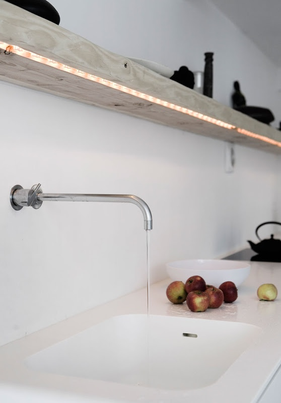 Love the faucet, the shelf and especially the use of LED-lights