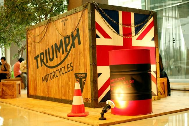 Triumph Bungkus Motor Baru Dalam Peti - Vivaoto.com - Majalah Otomotif Online