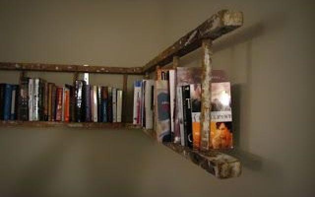 Originale mensola libreria realizzata in casa con una vecchia scala di legno - tutorial