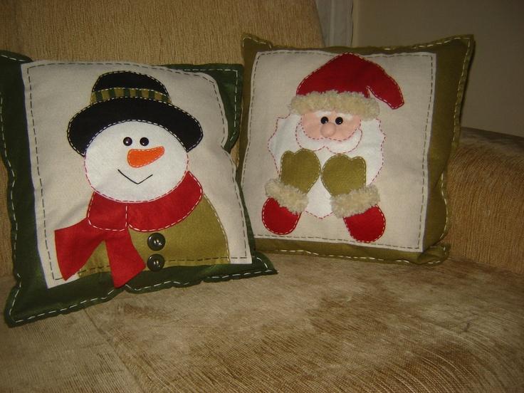 FELTRO - uns dos meus trabalhos favoritos .... minhas almofadas de feltro para o natal.... boneco de neve e papai noel