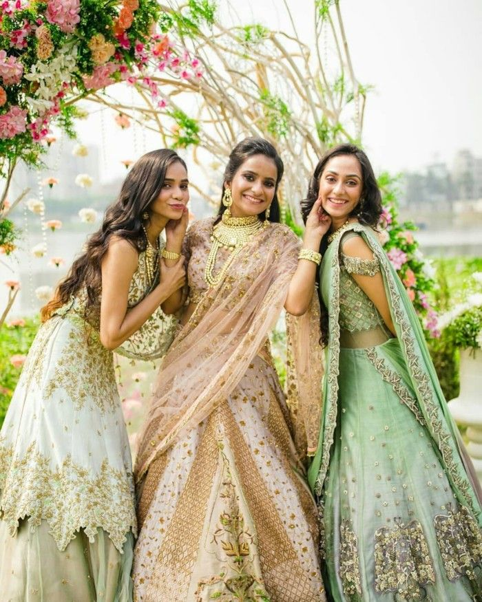 The Must Have Bride Bridesmaids Photos Bridesmaid Photoshoot Indian Wedding Photography Indian Wedding Poses