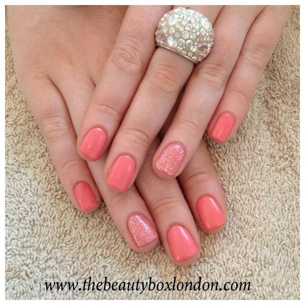 Jessica GELeration Coral Reef with Wedding Band glitter accent. Created by Sophia, The Beauty Box.