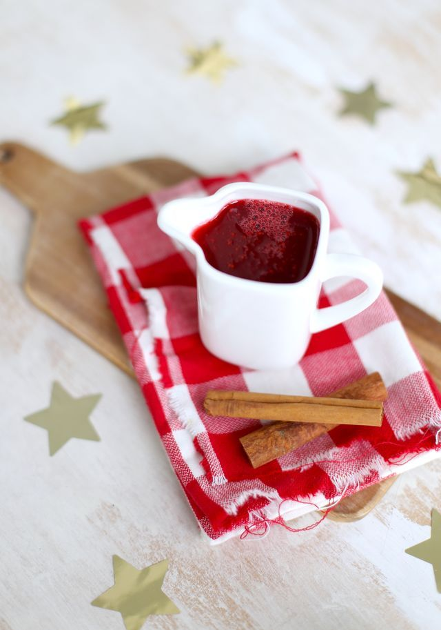 Wil je zelfgemaakte cranberrysaus maken? Wij hebben hier een super simpel recept voor jullie dat je bijna met je ogen dicht kunt maken. Super handig als je bijvoorbeeld tijdens de kerst ook nog 25 and