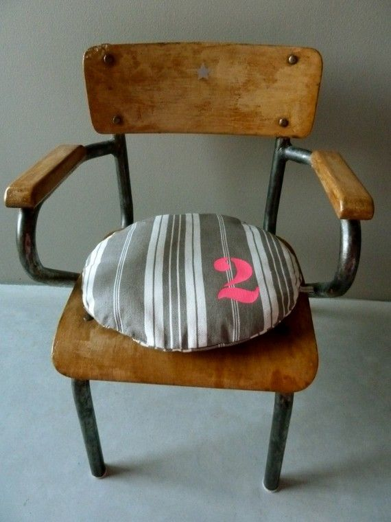 Petite Galette chaise chiffre Rose fluo