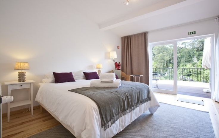 The superior rooms of Casa do Valle (Casa da Vista) have wall to wall windows so you can fully apreciate the fantastic views over the valley to the palaces - and blackout curtains so you can sleep in darkness #casadovalle #sintra #portugal #roomwithaview