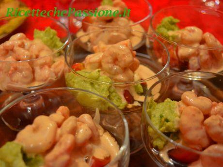 Cocktail di gamberi con crema di avocado e pomodorini pachino! Ricette che Passione