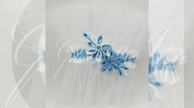 Украшение свадебного шампанского Gilliann Crystall Light Breeze GLS119 http://www.wedstyle.su/katalog/anniversaries/svadebnye-bokaly/ukrashenija-na/ukrashenie-svadebnogo-shampanskogo-gilliann-crystall-4206