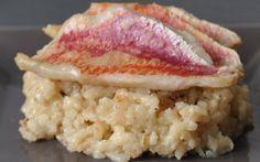 """750g vous propose la recette """"Filets de rougets au four sur risotto au parmesan"""" notée 4.3/5 par 8 votants."""