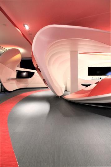 Šedá a červená podlaha z tkaného vinylu, podlahy BOCA. / Gray and red floor from woven vinyl, Vodafone Praha.  http://www.bocapraha.cz/cs/reference-detail/94/vodafone-one-net-center-praha-stodulky/