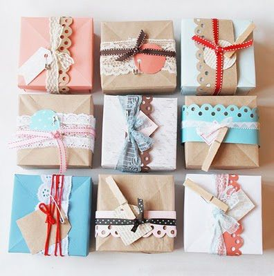 Plain paper + lace ribbon/paper ribbon with decorative edging + ribbon/string + gift tags with pegs #giftwrapping