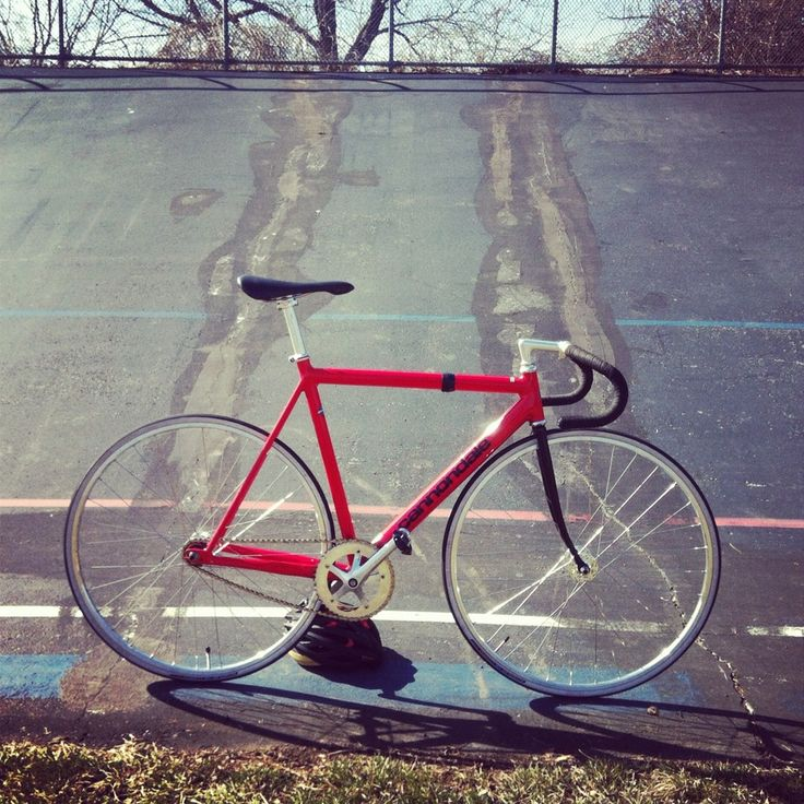 Red Cannondale Track. I wish they continued to make these frames.