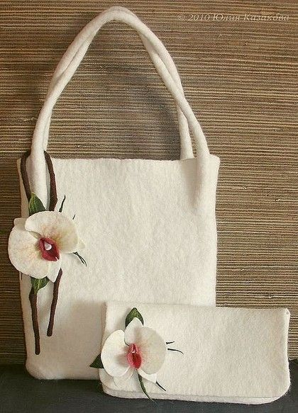 Войлочная сумка и клатч `Орхидея`. Сумка и клатч созданы из непряденой шерсти. Броши-орхидеи украсят сумки или их хозяек.    В продаже есть ТОЛЬКО КЛАТЧ - подобный тому, что на фото.