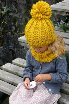 DIY Incredible Knitted Mustard Hat - Super Easy and Awesome with instructions in English. you're welcome ;-)
