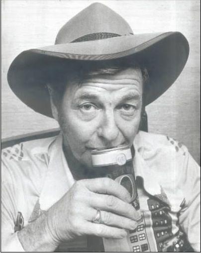 Slim Dusty Drinkin a beer