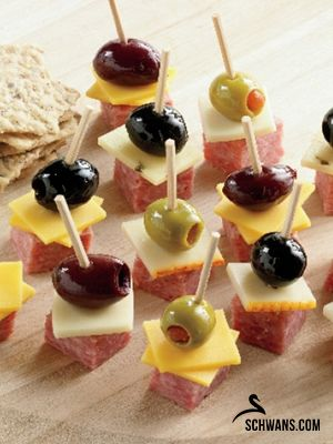 Who says sausage and cheese has to be spread out on a platter? We love these sausage, cheese and olive snacks on a stick! It's the perfect game day snack. #gameday #appetizers