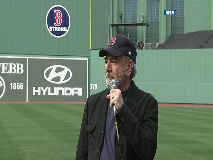 """Neil Diamond leads Fenway in Sweet Caroline sing-along 