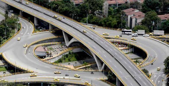 Puente de La Aguacatala. Medellín, Colombia