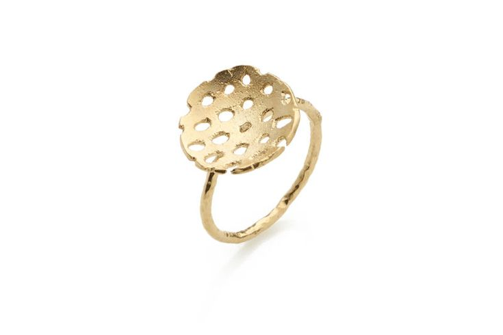18ct yellow gold vermeil.1.5cm diameter, 1.5mm thick hammered ring.Please note rings are made to order and are therefore not returnable. Please read the notes on ring sizing (see link at the bottom of the page) before ordering. Your UK ring size w...