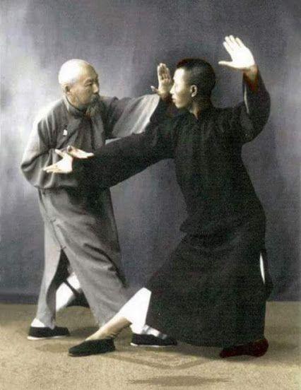 A través de este interesante y completo video conocerás diversas aplicaciones marciales de Tai Chi  del estilo Yang.     Aplicaciones de ...