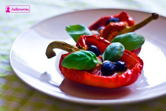jadłonomia · roślinne przepisy: Faszerowane papryki pieczone occie balsamicznym.