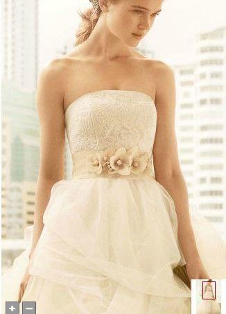 Elegant Vera Wang Vw Wedding Dress off retail