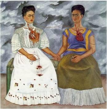 프리다 칼로, <두 명의 프리다>, 1939  <두 명의 프리다>에서 이중 자화상을 제작하였고, 심장을 살 밖으로 드러내었다. 오른쪽은 토착적인 테후아나 모습을 한 모습으로 리베라의 사랑을 받았던 자신이고 왼쪽은 빅토리아 스타일의 옷을 입고 있는, 자신이 경멸했던 모습의 자신이다.    어두운 표정에 심장이 뜯겨 피를 흘리고 있는 왼쪽의 프리다와 약간의 미소를 머금은 듯한 오른쪽의 프리다가 대비되며 어두운 배경이 현재 프리다의 상황을 보여주고 있는 것처럼 보인다.