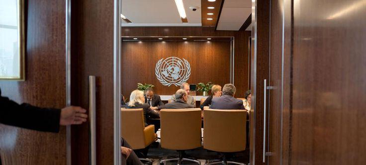 Dans la salle de réunion de Ban Ki-moon, le secrétaire général des Nations Unies, au 38ème étage du siège de l'organisation, à New-York, conseillers et chefs de département se retrouvent régulièrement.