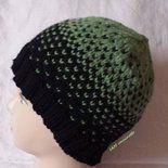 Berretto in lana lavorato con tecnica fair isle verde e nero. Fair isle knitting, wool hat, beanie. #handmade #madeinItaly