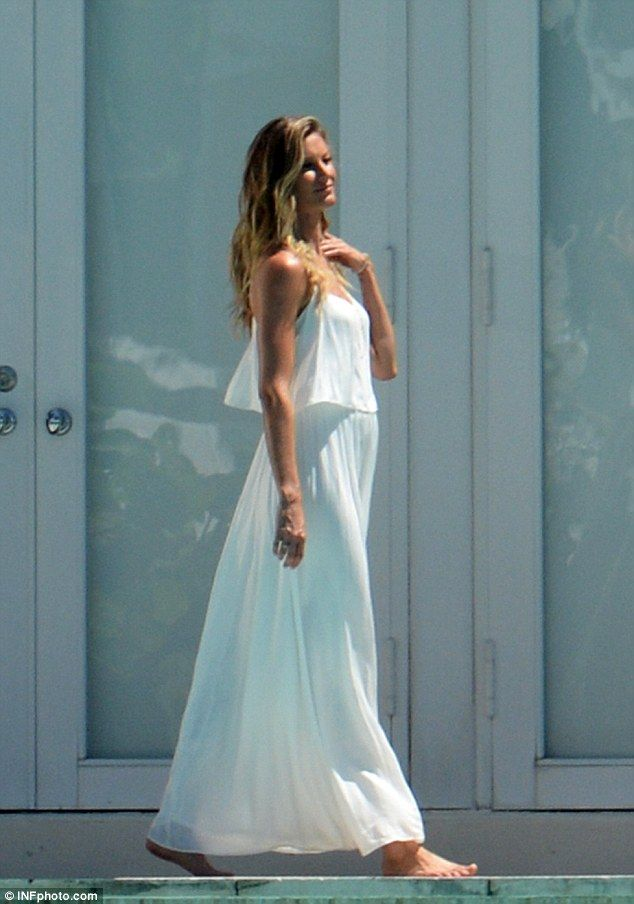 Stunning! The model wore a heavenly white maxi dress that accentuated her lean legs and highlighted her toned arms and sun-kissed skin
