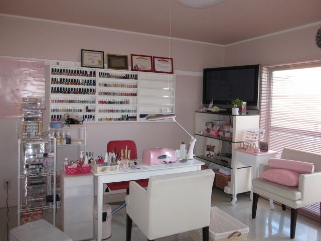 SOMETHING about this nail room I just love and adore! | home nail salon ideas | nail technician room set up and organization ideas | nail station