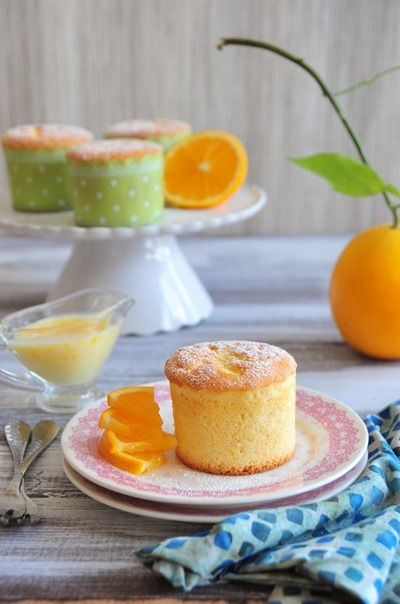 Orange Chiffon Cupcakes by utry.it: Soft, light, spongy, fluffy and filled with orange goodness! #Cupcakes #Orange_Chiffon