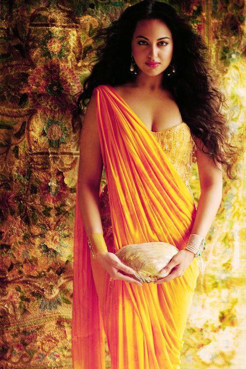 strange way to wear a sari....i like it!