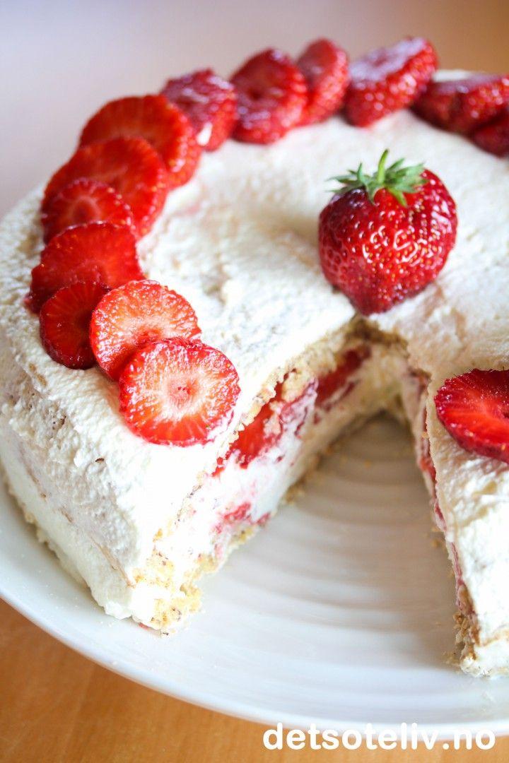 Nøttekake med jordbær | Det søte liv