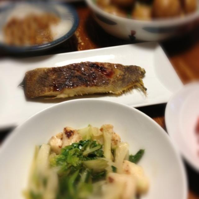 いきなり梅雨本番。蒸し暑い夜です。 - 4件のもぐもぐ - セロリとササミ炒め、カレイ西京焼き、じゃがいも甘辛煮、なめこおろし。 by raku0dar