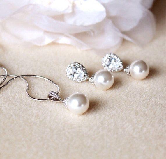 Pearl Bridal Jewelry Set Bridesmaid Gift Set Bridal Sets White Ivory Cream Swarovski Pearl Earrings and necklace set Wedding Jewelry Set